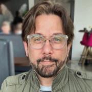 Thomas Sena - Omaha Hairstylist